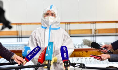 """Первый день в """"красной зоне"""": Волонтеры начали помогать медикам в """"Ленэкспо"""""""