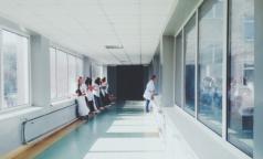 «Дело онкологов». В Петербурге обыскивают десятки медиков, клиники